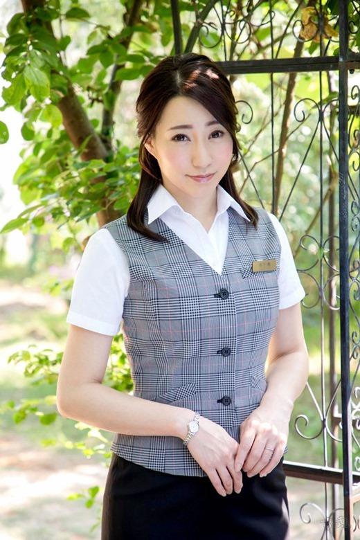 竹内瞳 清楚な人妻のAVデビュー画像