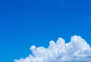 青空と大きな雲ri