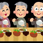楽しそうに食事をしている老人