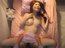 姉の部屋でローターを見つけ淫らな姉の姿を想像して欲情した弟に夜這いされちゃう姉