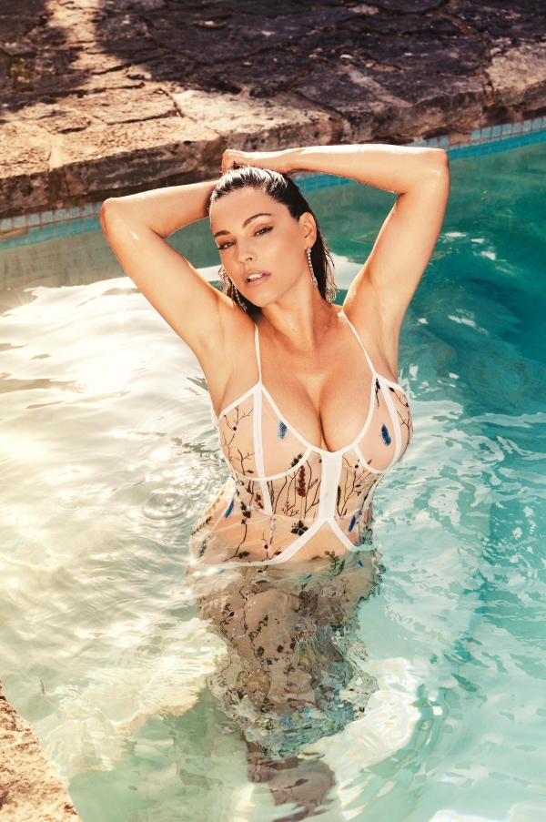 Kelly Brook Calendar 2018