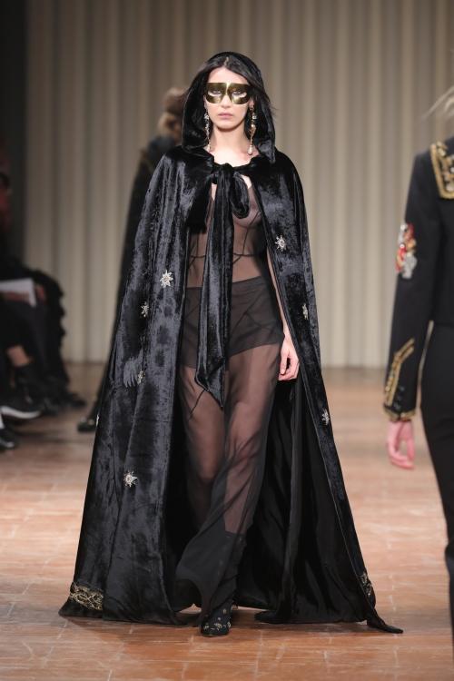 Bella Hadid | Alberta Ferretti F/W 2017 Fashion Show in Milan HQ Runway Candids