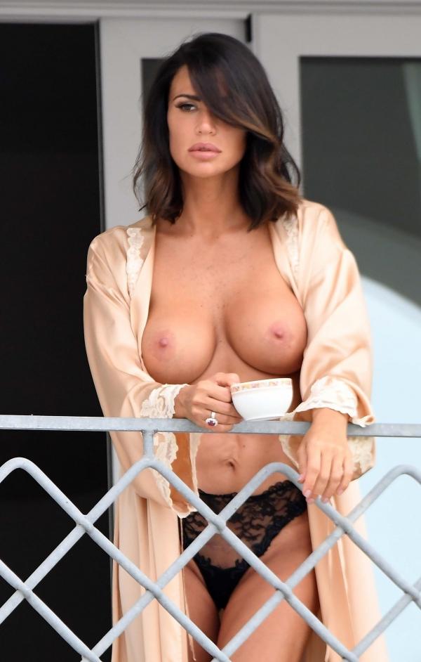 Claudia-Galanti-Topless__25_.jpg