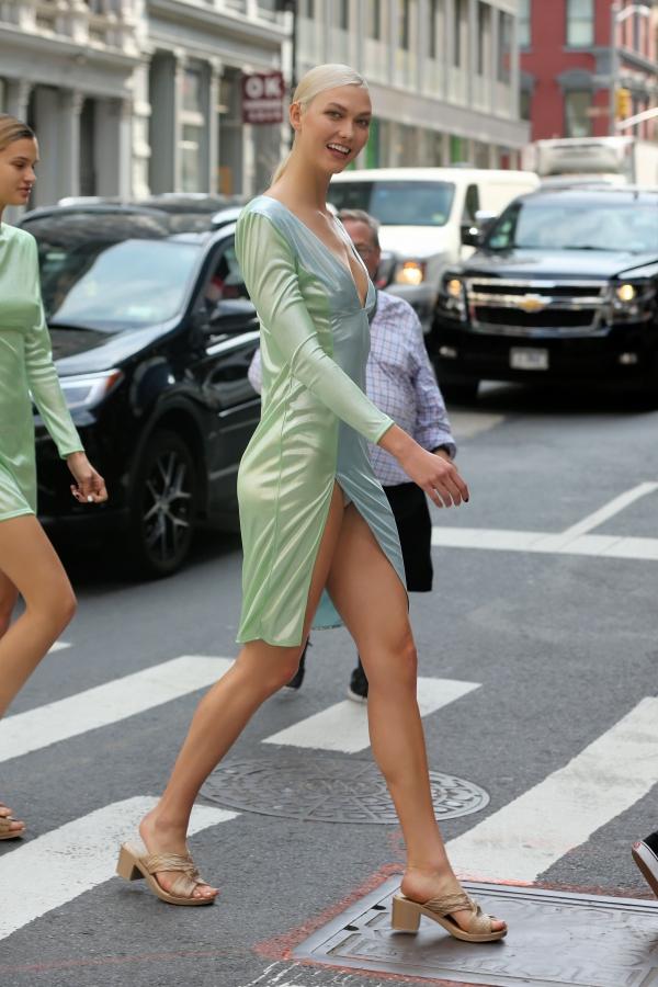 Karlie-Kloss-Upskirt-1.jpg