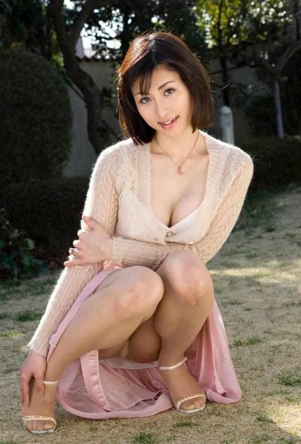 美乳な熟女のエロ画像-2
