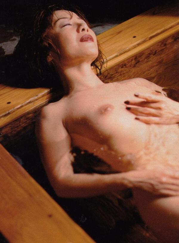 美乳な熟女のエロ画像-12