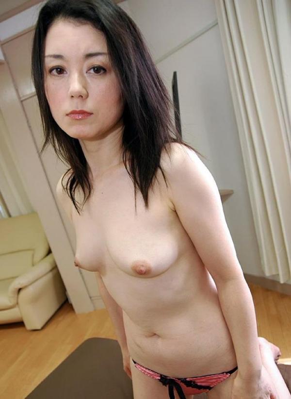 美乳な熟女のエロ画像-15