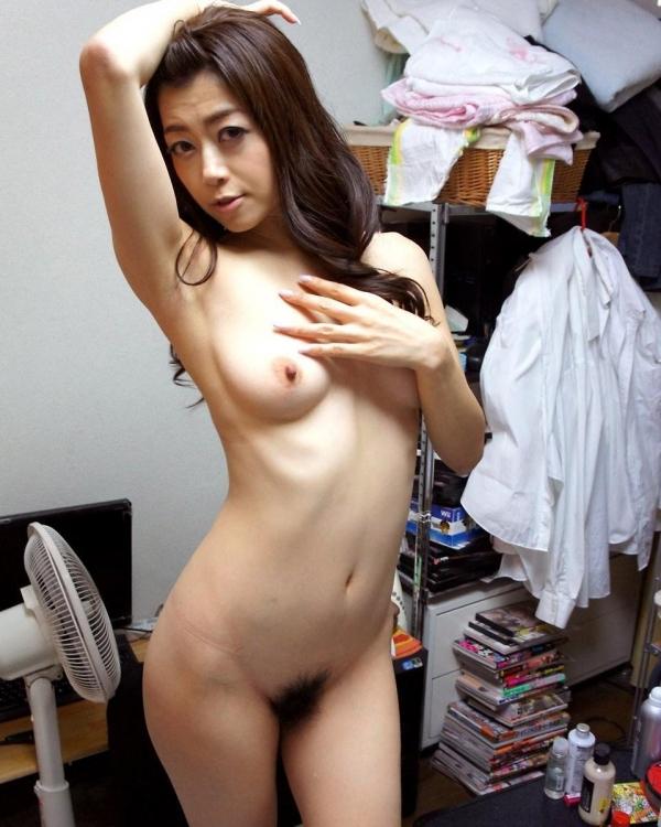 美乳な熟女のエロ画像-17