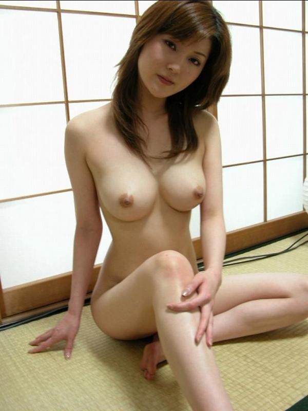 美乳な熟女のエロ画像-19