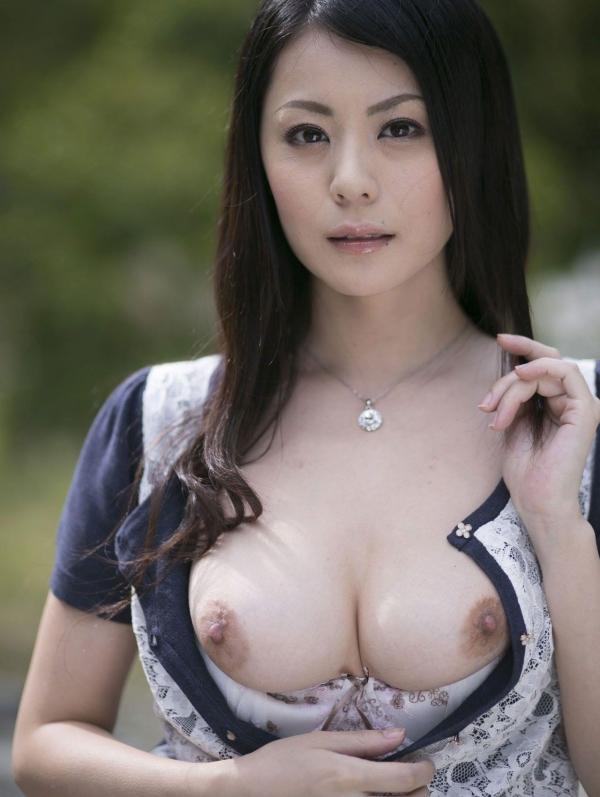 美乳な熟女のエロ画像-23