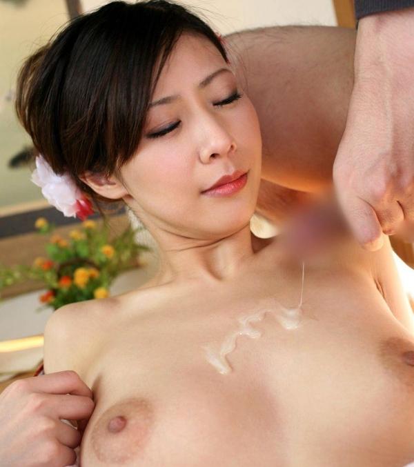 美乳な熟女のエロ画像-32