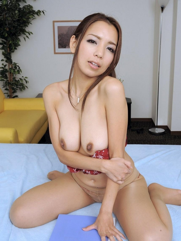 美乳な熟女のエロ画像-34