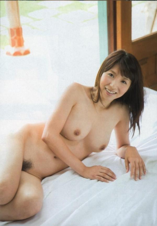 美乳な熟女のエロ画像-35