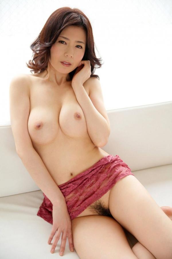 美乳な熟女のエロ画像-38