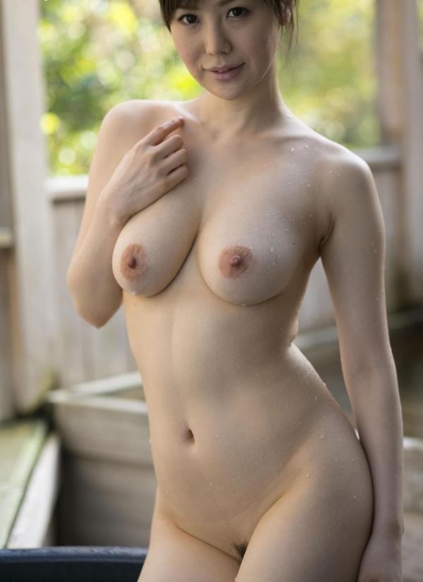 美乳な熟女のエロ画像-40