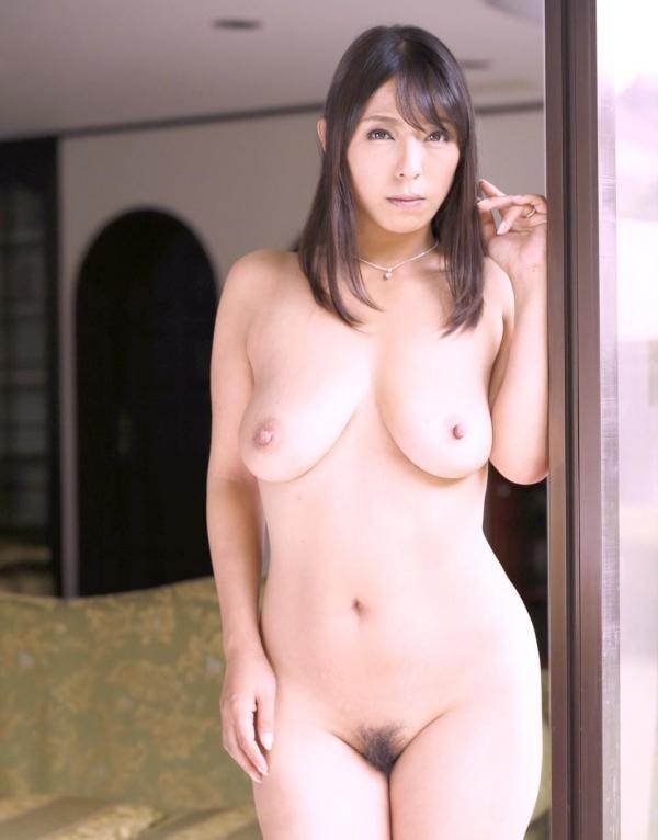 美乳な熟女のエロ画像-41