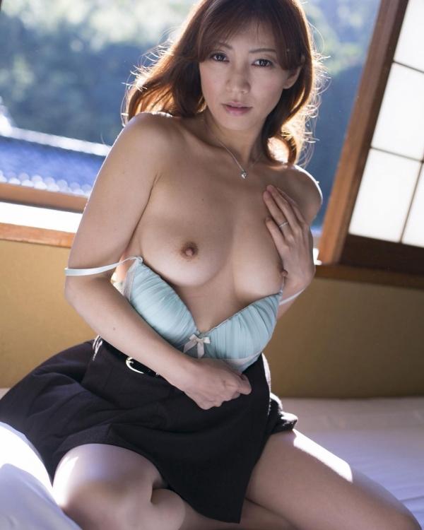美乳な熟女のエロ画像-42