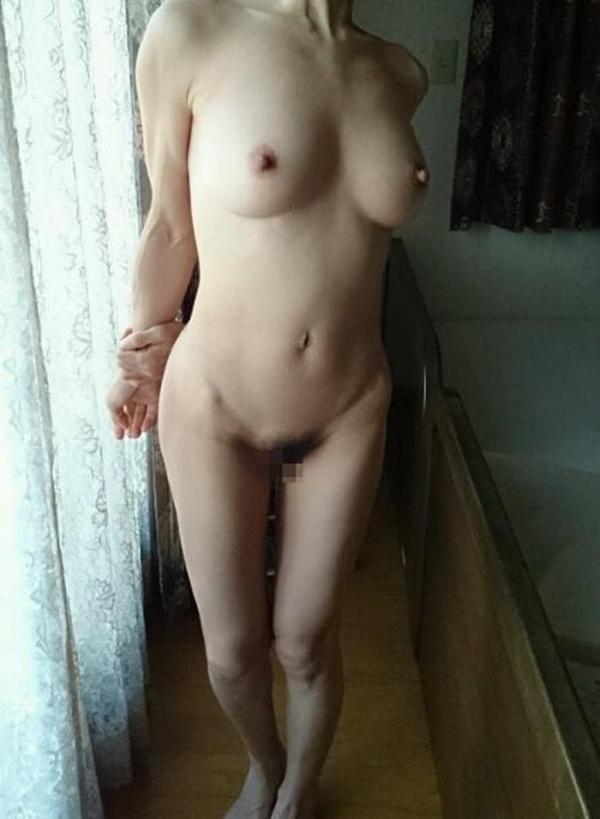 美乳な熟女のエロ画像-55