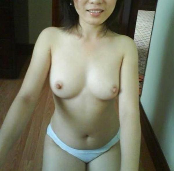 美乳な熟女のエロ画像-58