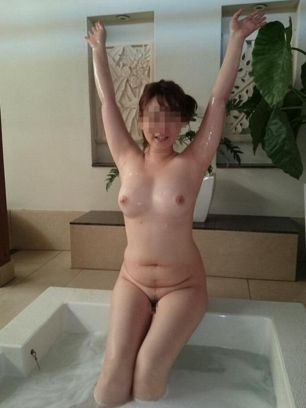 美乳な熟女のエロ画像-60