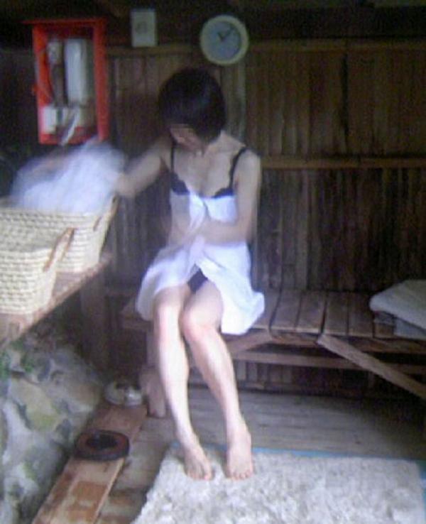 女風呂の脱衣所盗撮隠し撮り画像-55