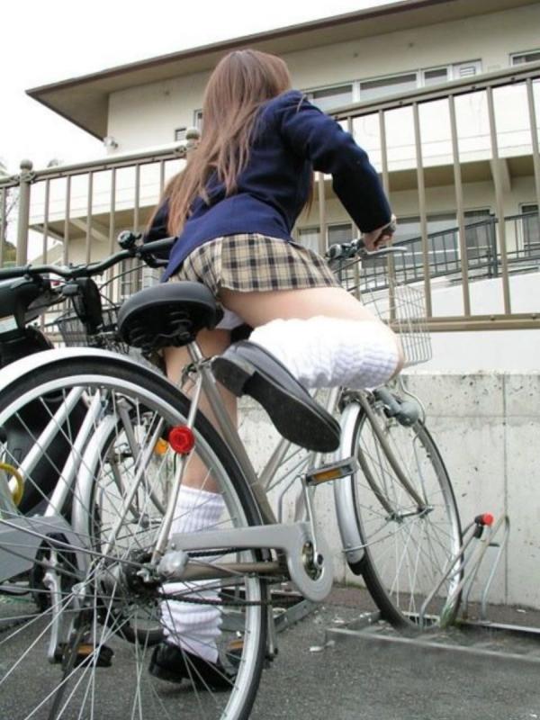 自転車パンチラの画像-6