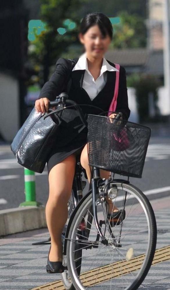 自転車パンチラの画像-30