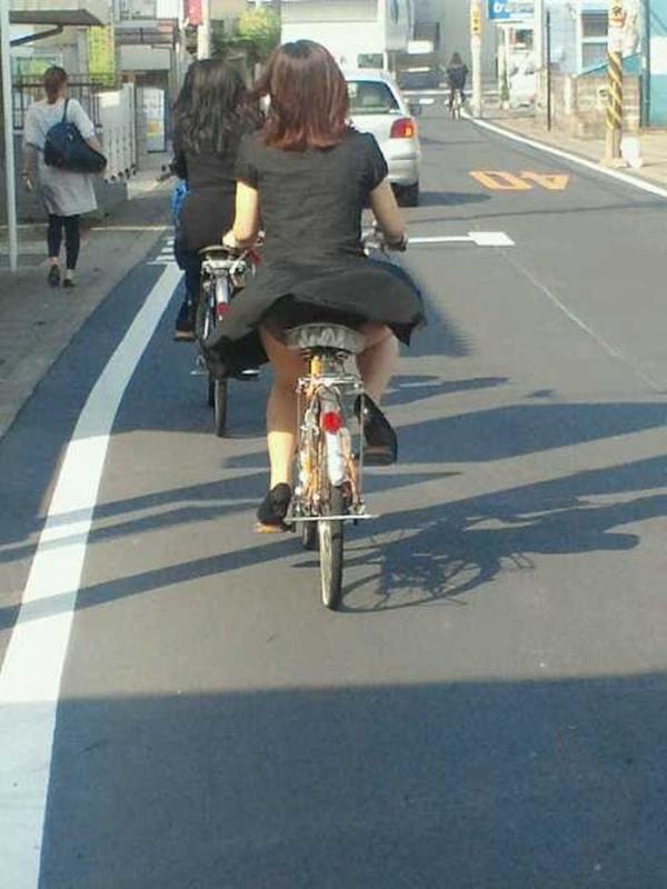 自転車パンチラの画像-39