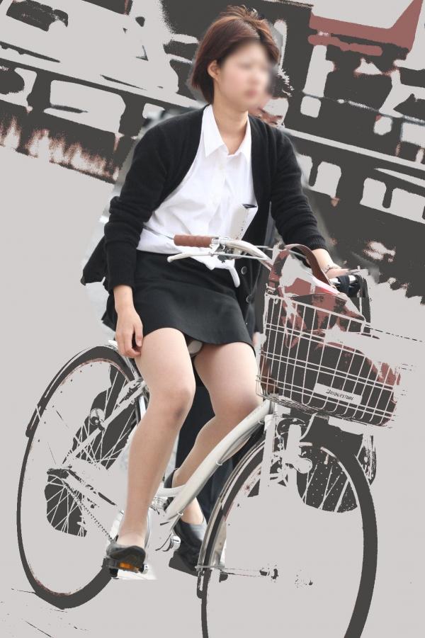 自転車パンチラの画像-44