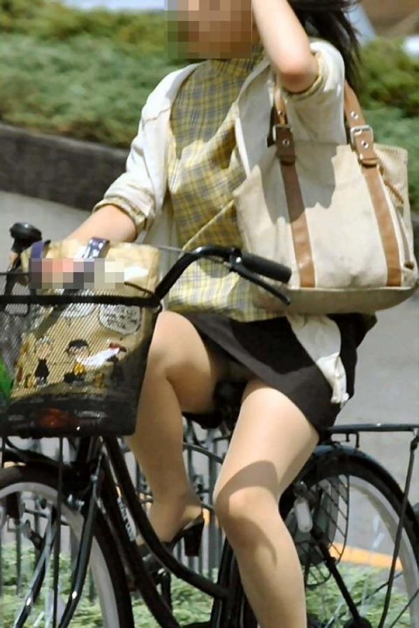 自転車パンチラの画像-52