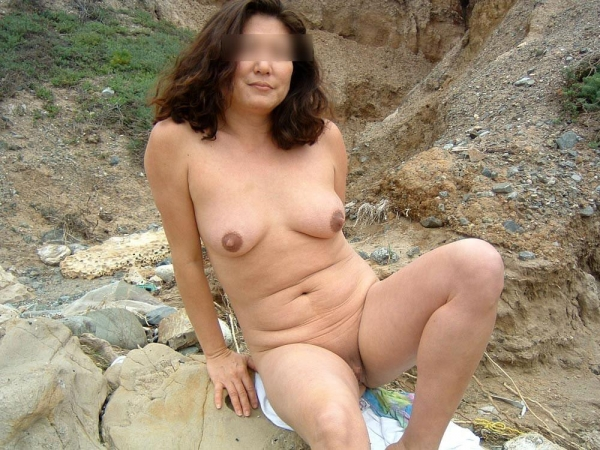 熟女妻のヌード画像-11