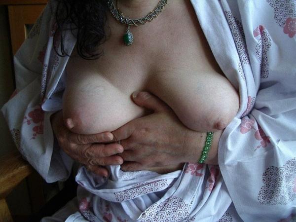 熟女妻のヌード画像-22