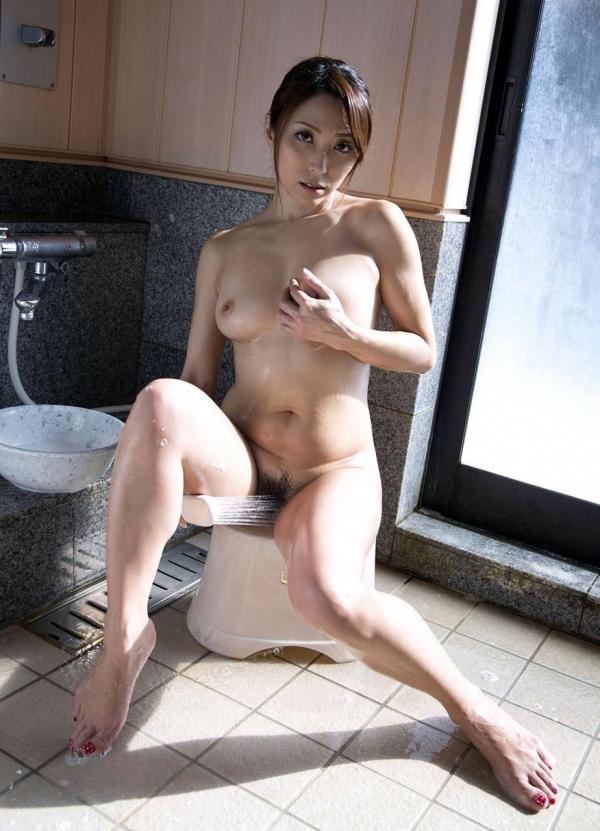 熟女妻のヌード画像-23