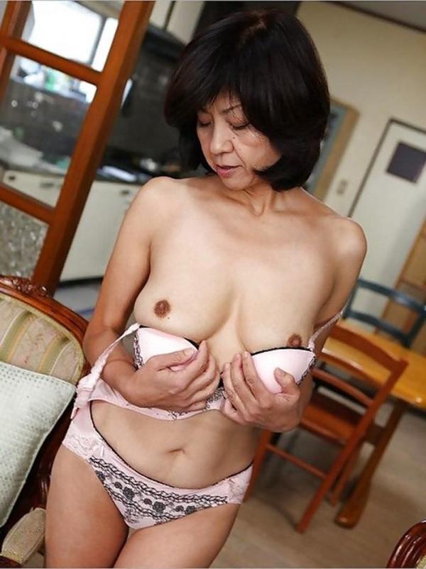熟女妻のヌード画像-37