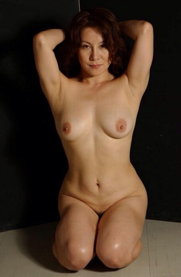 熟女妻のヌード画像-45