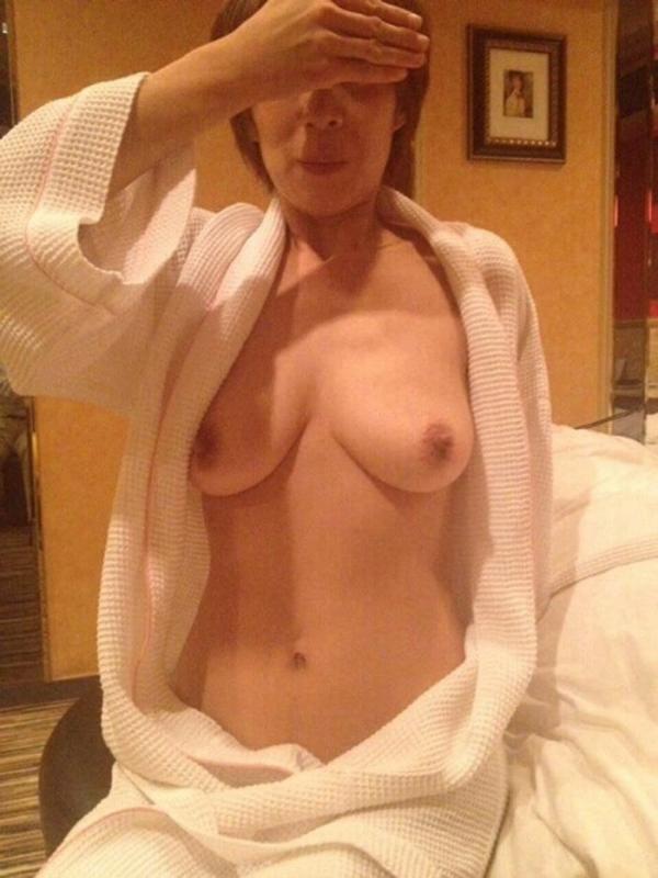 熟女妻のヌード画像-50