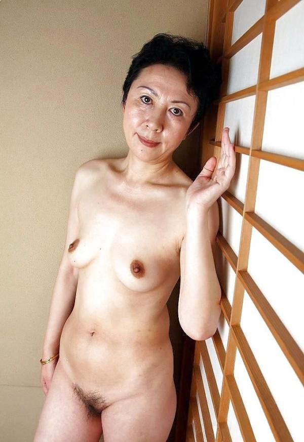 熟女妻のヌード画像-52