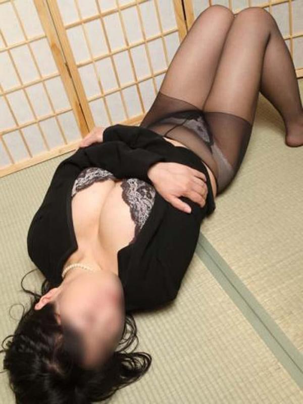 未亡人喪服セックスエロ画像-32