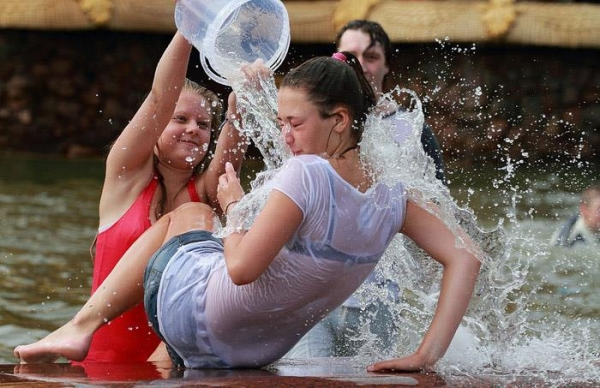 水かけ祭りエロ画像-8