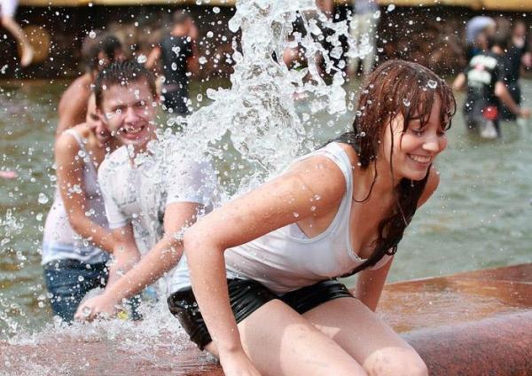 水かけ祭りエロ画像-9