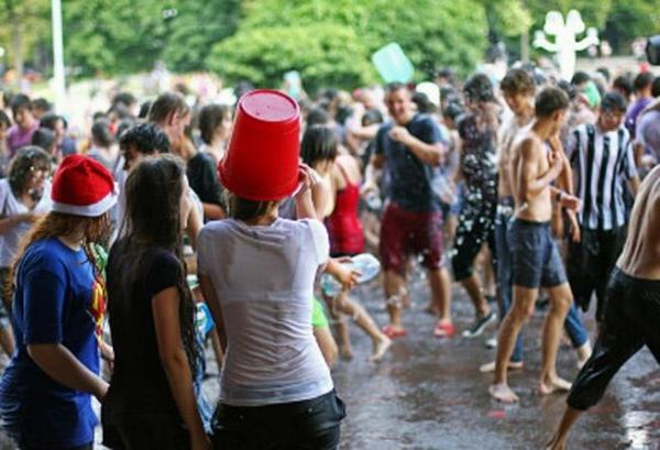 水かけ祭りエロ画像-14