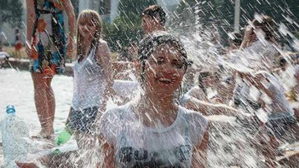 水かけ祭りエロ画像-16