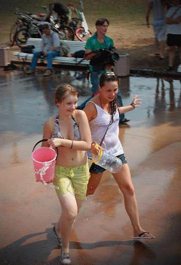 水かけ祭りエロ画像-21