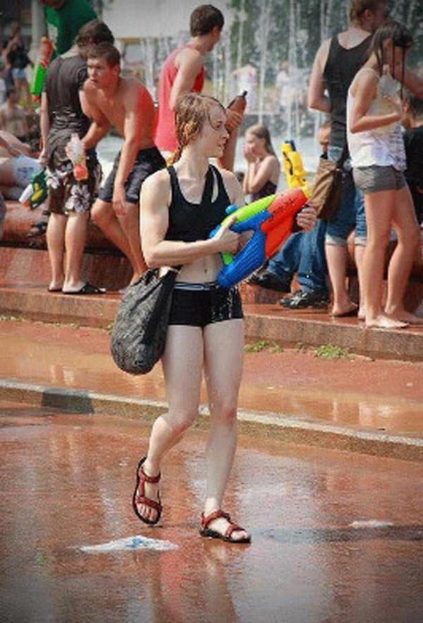 水かけ祭りエロ画像-22