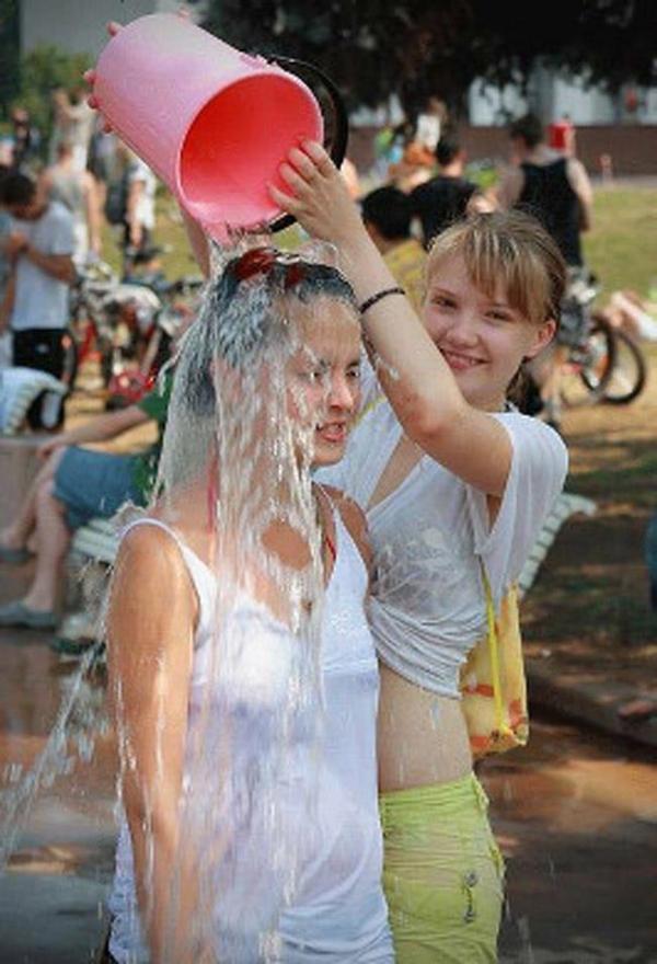 水かけ祭りエロ画像-25