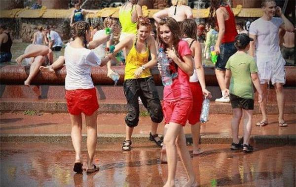 水かけ祭りエロ画像-32
