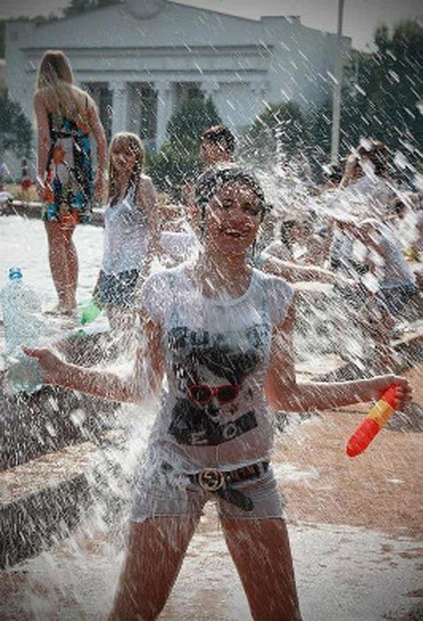 水かけ祭りエロ画像-45