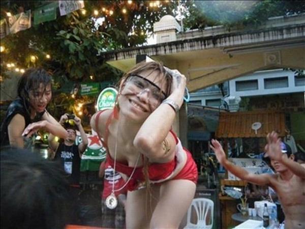 水かけ祭りエロ画像-50