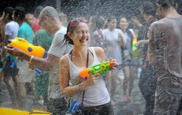 水かけ祭りエロ画像-52