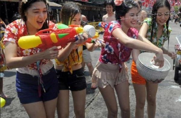 水かけ祭りエロ画像-54